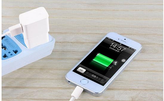 usb手机直充充电器, 由数据线作为电源线,一起配备有变压器,输出口为